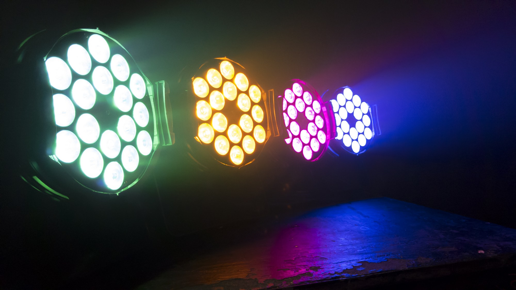 de terug verdien tijd met betrekking tot de led verlichting ligt gemiddeld tussen de 2 en 6 jaar afhankelijk hoe lang de lichtbronnen per dag branden